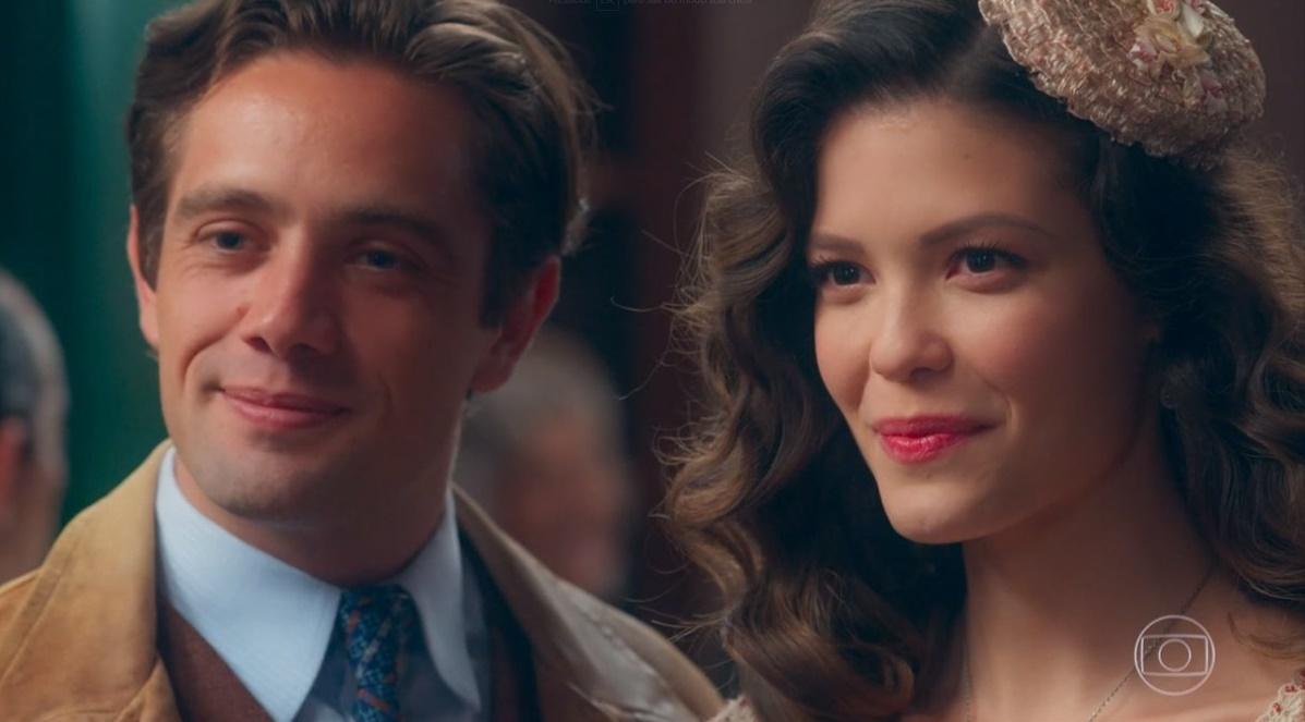 Danilo e Julia/Cris no passado em Espelho da Vida<br /> (Foto: Reprodução/Globo)