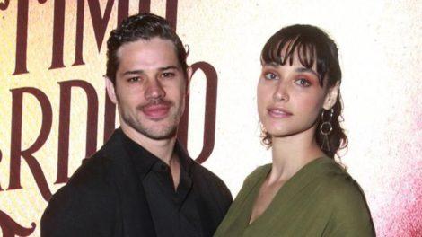 O lindo casal Débora Nascimento e José Loreto