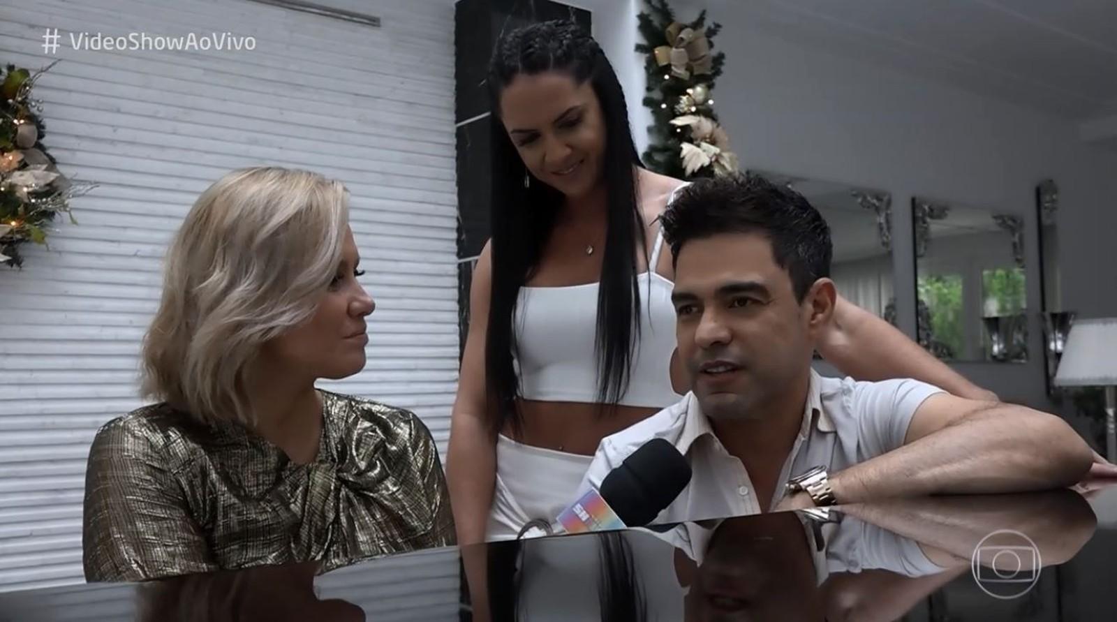 Mônica Salgado entrevista Graciele Lacerda e Zezé di Camargo. (Foto: Reprodução/Tv Globo)