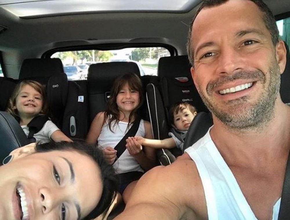 Malvino Salvador com a esposa Kyra Gracie e as filhas Ayra Gracie e Kyara Gracie (Foto: Reprodução/Instagram)