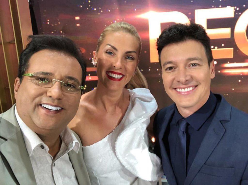 Geraldo Luís, Ana Hickmann e Rodrigo Faro na gravação do Família Record. (Foto: Reprodução)