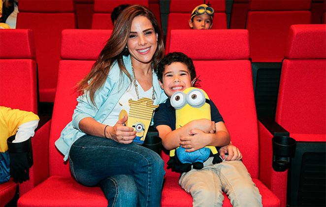 Filho de Wanessa Camargo posa ao lado da cantora (Foto: Manuela Scarpa/Brazil)
