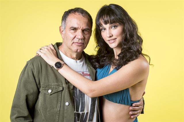 Herculano (Humberto Martins) e Gisela (Debora Nascimento) (Foto: Globo/João Cotta)