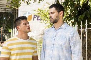 Fábio (Arthur Aguiar) e Rafael (Carmo Dalla Vecchia) em Malhação (Foto: Globo/João Miguel Júnior)
