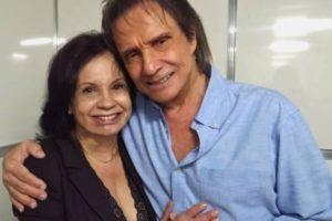 Isolda Bourdot ao lado deRoberto Carlos (Foto: Reprodução/Facebook)