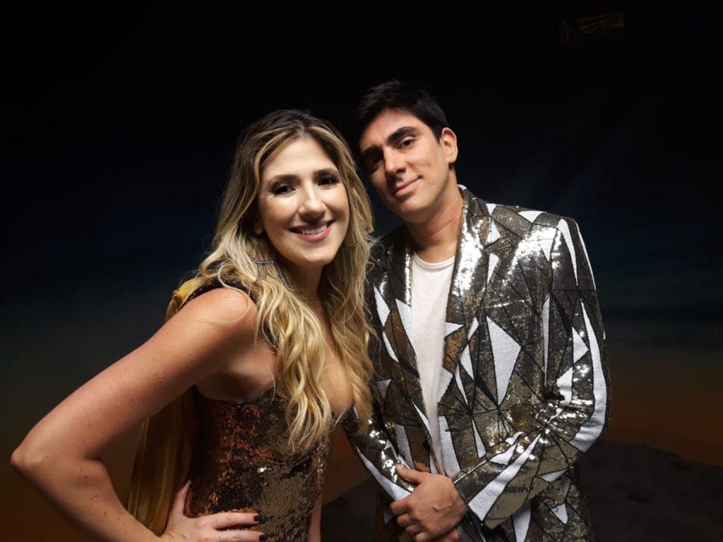 Dani Calabresa e Marcelo Adnet posam para o Gshow durante gravação de uma das cenas exclusivas do humorístico 'A Gente Riu Assim' — Foto: Paulo Violeta/Globo