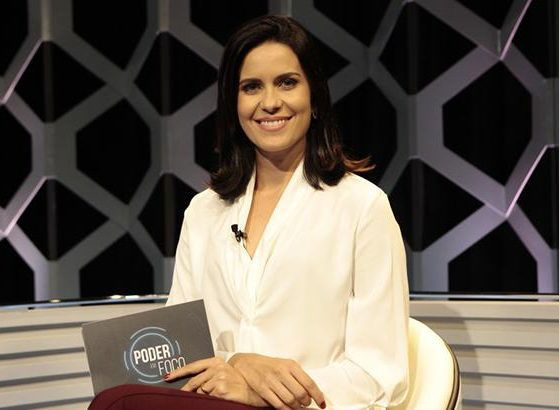 Débora Bergamasco enquanto era apresentadora do Poder em Foco (foto: divulgação/SBT)