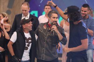 Marcos Mion com Rafael Ilha e João Zoli na final de A Fazenda 10 (Foto: Divulgação/Record)