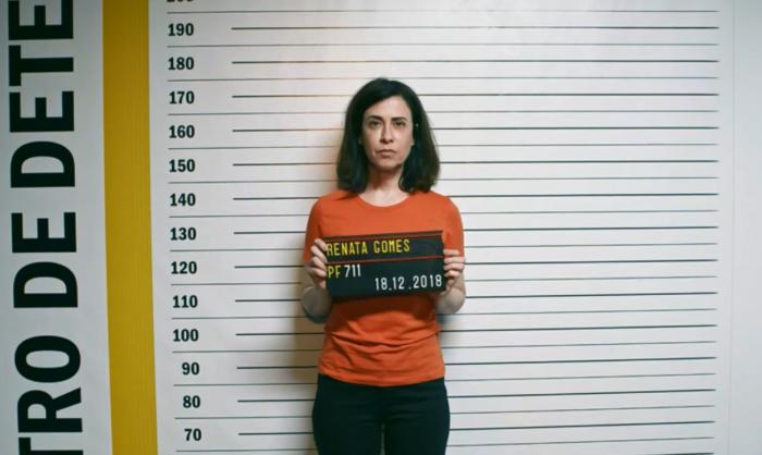 Dra. Renata (Fernanda Torres) foi presa no último episódio da 2ª temporada de Sob Pressão (Foto: Reprodução/GloboPlay)