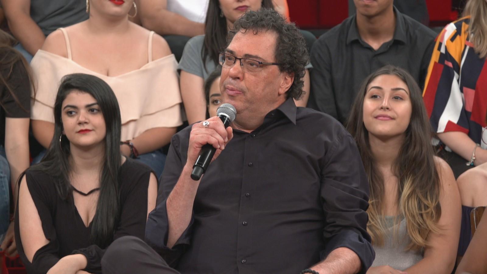 """Walter Casagrande, apresentador da Globo, afirma que programa de Ana Maria Braga é """"nada a ver""""."""