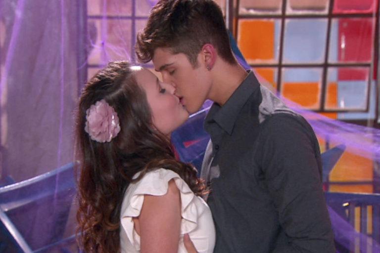 8c4ec53c6c1f6 Personagens de Larissa Manoela e João Guilherme se beijam em As Aventuras  de Poliana (Foto
