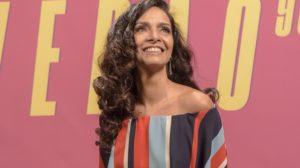 Claudia Ohana na coletiva da novela Verão 90 (Foto: Globo/Cesar Alves)