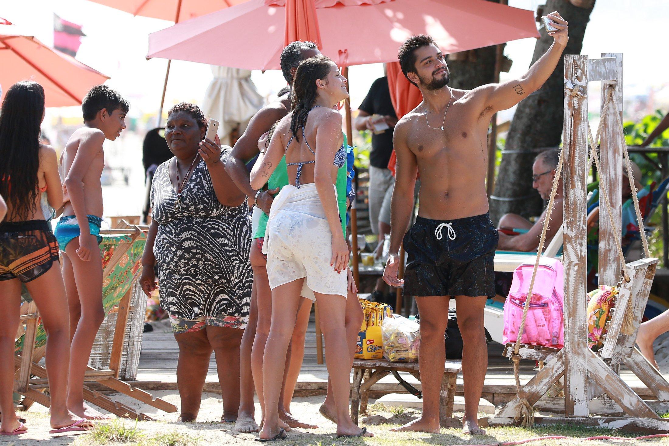 Agatha Moreira e Rodrigo na praia da Barra da Tijuca (Foto: Divulgação/Dilson Silva)