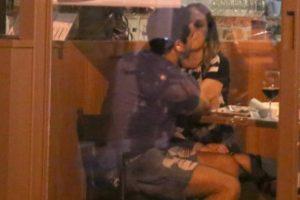 O ator João Baldasserini com a namorada (Foto: Thiago Martins/Ag. News)