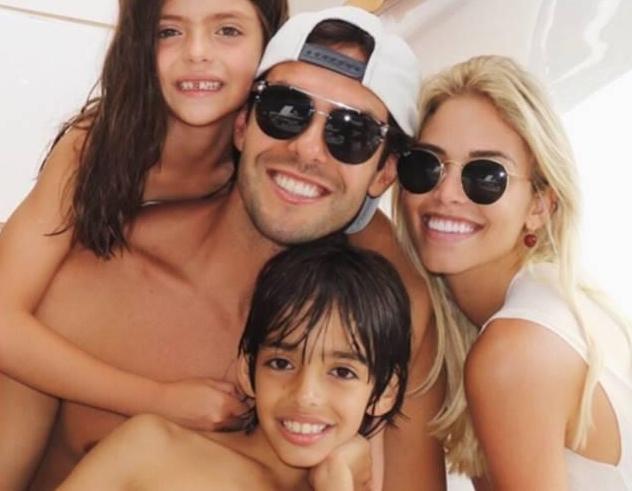 Carol Dias, Kaká e os filhos (Foto: Reprodução)