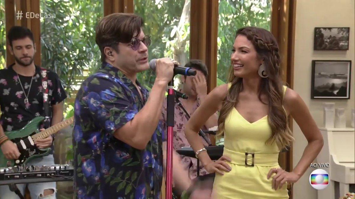 Paulo Ricardo e Patricia Poeta no palco do É de Casa (Foto: Reprodução/Globo)