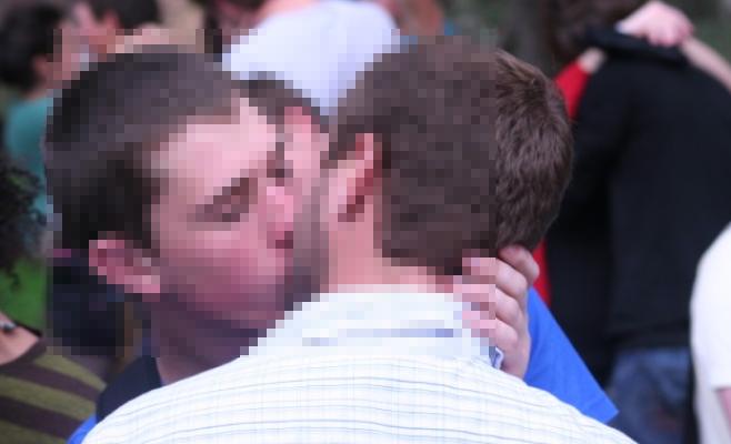 Jogador da Seleção Brasileira se assume gay e faz uma bela declaração de amor ao namorado (Foto:TV Foco)