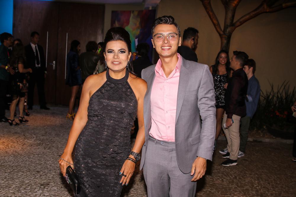 Mara Maravilha encontra Lívia Andrade na entrada do aniversário de Larissa  Manoela (Foto  Thiago Duran AgNews) 426add1576