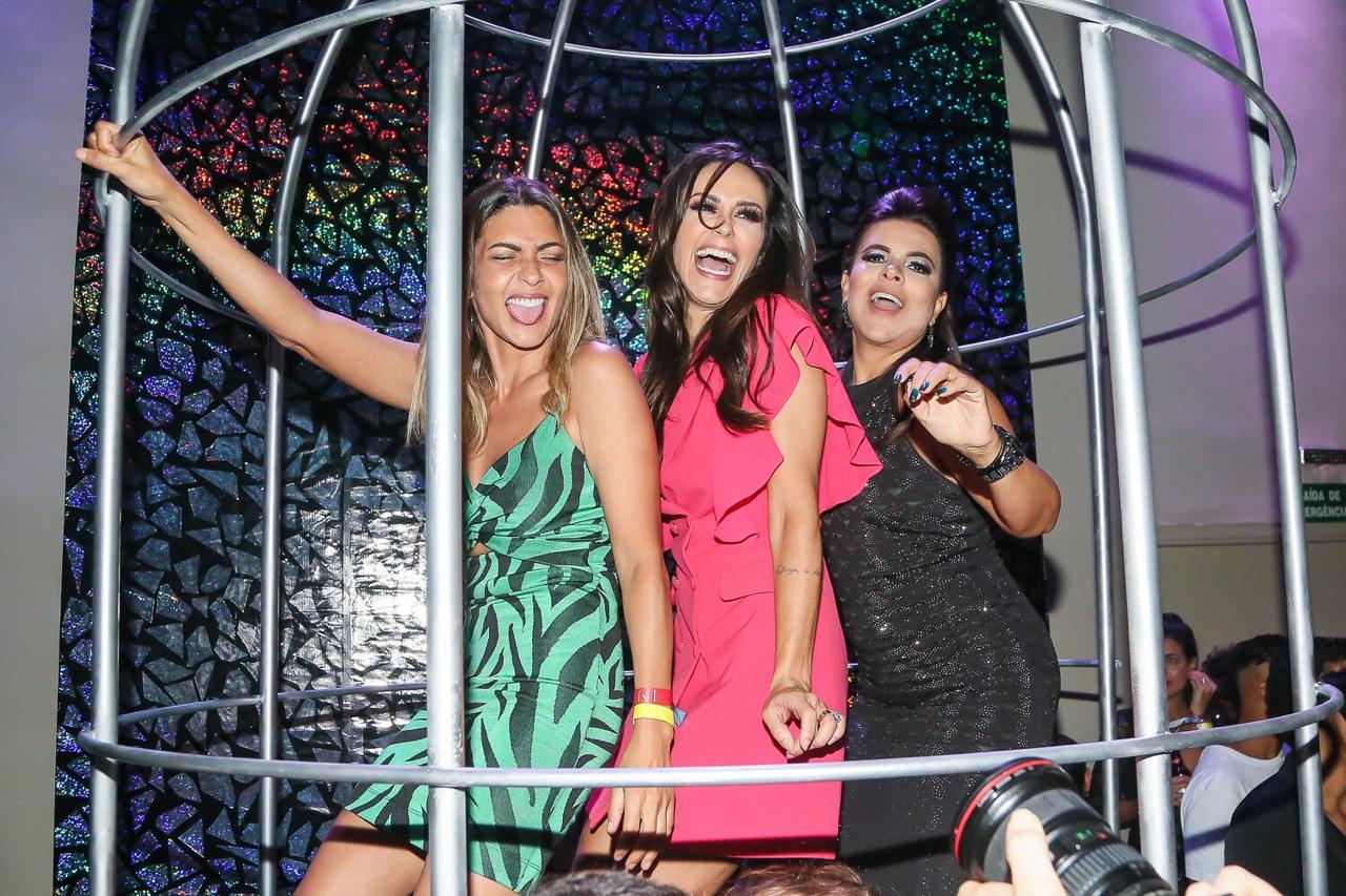 Nadja Haddad, Marlei Cevada e Mara Maravilha curtem a noite em festa de Larissa  Manoela c2f66e1c47