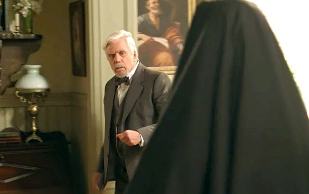 Augusto levará Danilo para convento em Espelho da Vida (Foto: Reprodução)