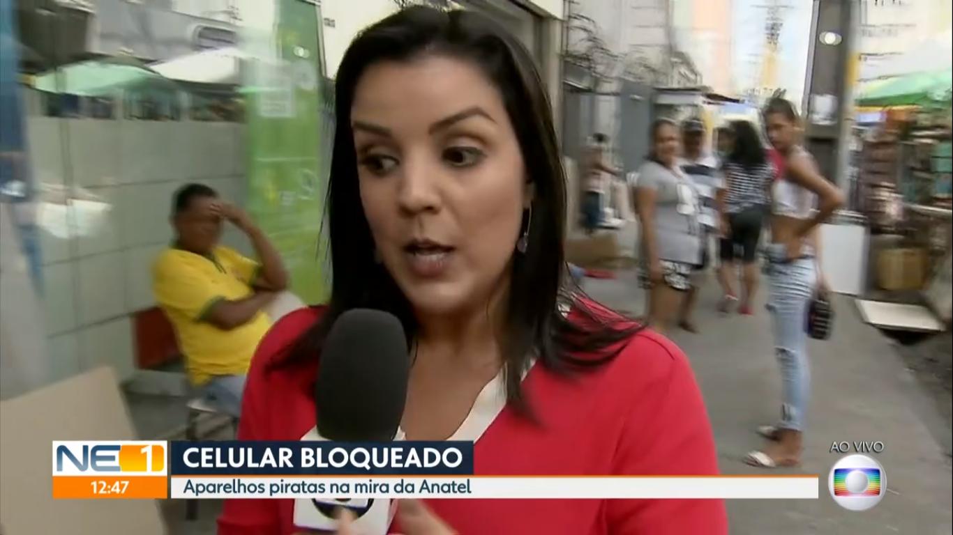 A repórter acabou ficando na mão ao vivo na Globo (Foto: Reprodução)