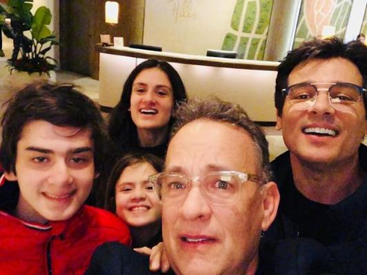 Celso Portiolli, Tom Hanks e família (Foto: Reprodução)