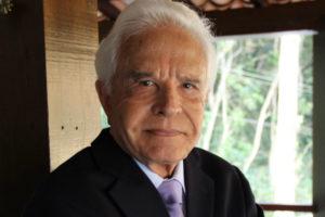 O jornalista Cid Moreira não gostou muito da publicação feita pela CNN Brasil (Foto: Reprodução)
