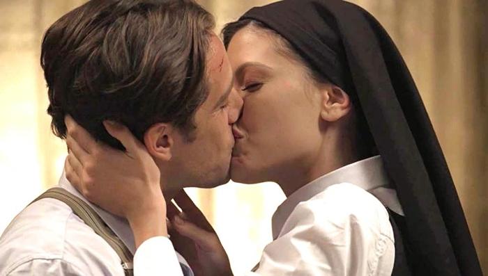 Danilo(Rafael Cardoso) e Julia(Vitoria Strada) em Espelho da Vida (Foto: Reprodução/Globo)