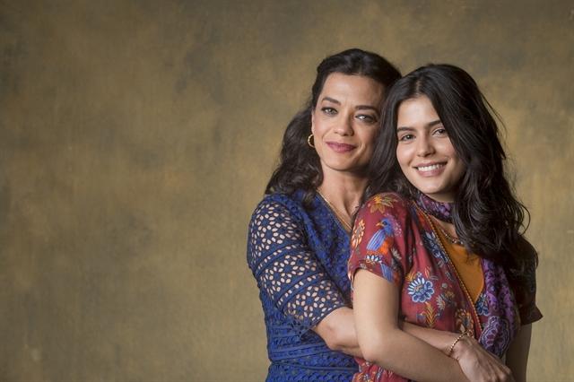Missade Faiek (Ana Cecília Costa) e Laila Faiek (Júlia Dalavia) em Órfãos da Terra (Foto: Globo/Paulo Belote)