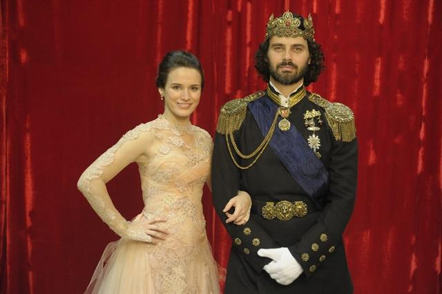 Açucena ( Bianca Bin) e Rei Augusto ( Carmo Dalla Vecchia) Crédito: TV Globo / Renato Rocha Miranda