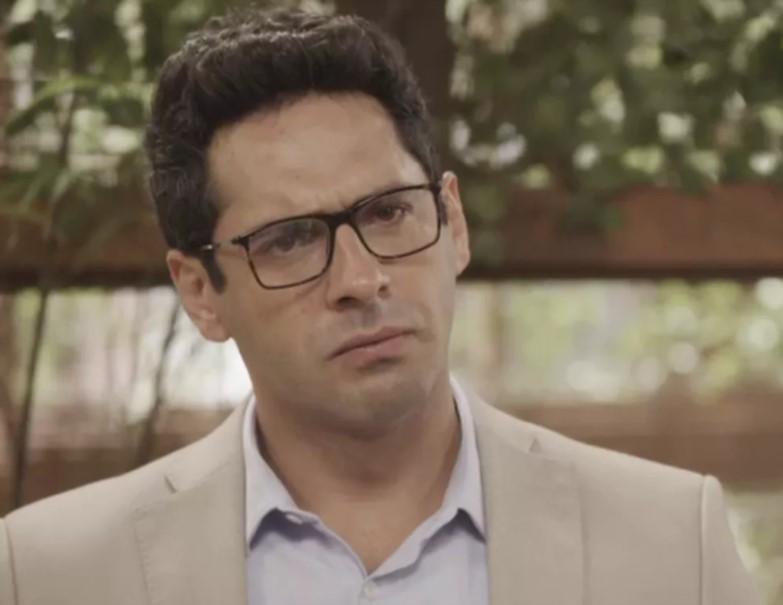 Lucio em cena de O Tempo Não Para (Foto: Reprodução/Globo)