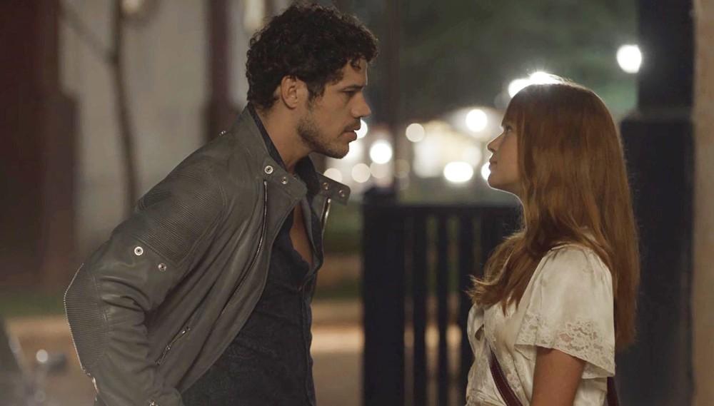 Júnior e Luz em cena de O Sétimo Guardião (Foto: Reprodução/Globo)
