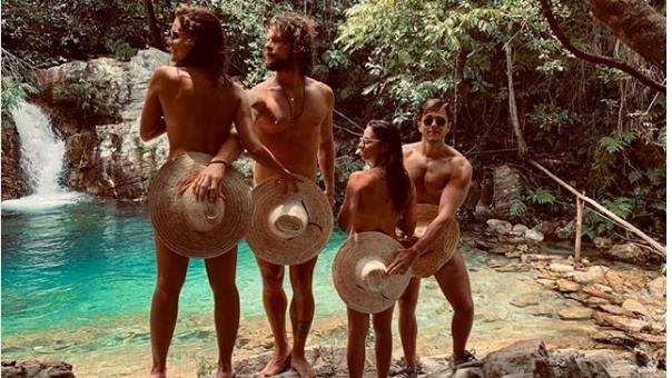 Paloma Bernardi e amigos na cachoeira (Foto: Reprodução/Instagram)