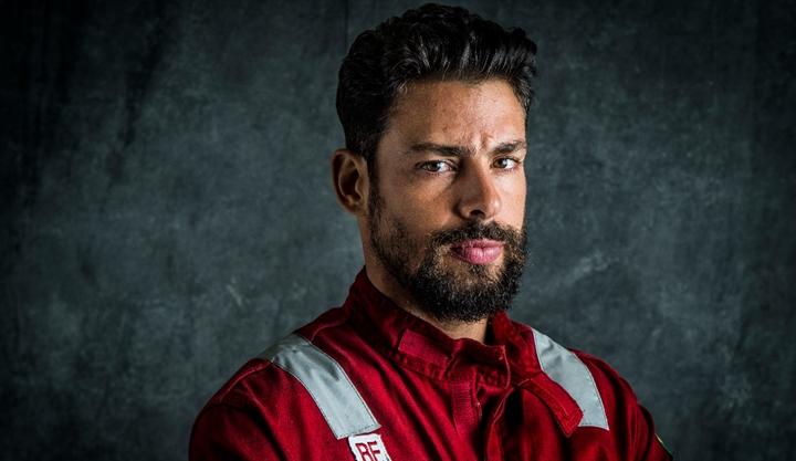Cauã Reymond é o protagonista de Ilha de Ferro. (Foto: Divulgação)