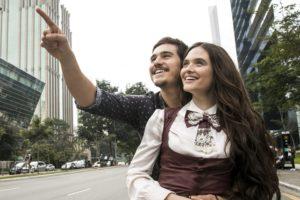 Samuca (Nicolas Prattes) e Marocas (Juliana Paiva) são os protagonistas de O Tempo Não Para. (Foto: Divulgação)