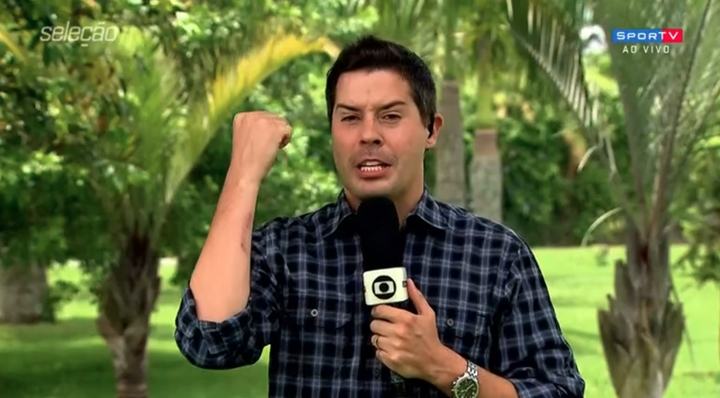 Repórter Ancelmo Caparica apareceu com um machucado no braço durante o programa Seleção. (Foto: Reprodução / SporTV)