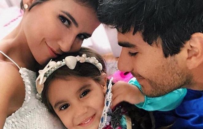 Deborah Secco com a filha Maria Flor e o marido Hugo Moura em um momento família (Foto: Divulgação)