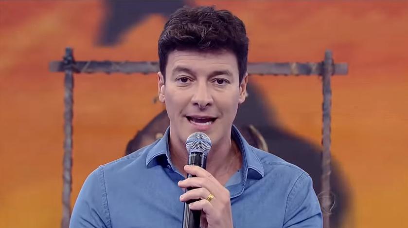 O apresentador Rodrigo Faro voltou a ousar no clique e deixou as internautas loucas (Foto: Reprodução)