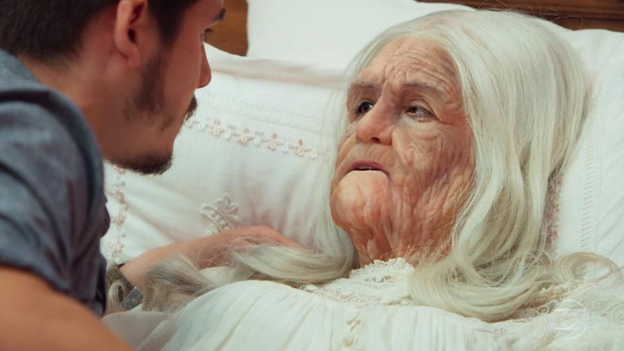 Marocas envelhece mais de cem anos em poucos segundos em O Tempo Não Para (Foto: TV Globo/ Reprodução)