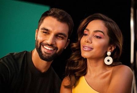 Cantor Silva junto com Anitta (Foto: Divulgação)
