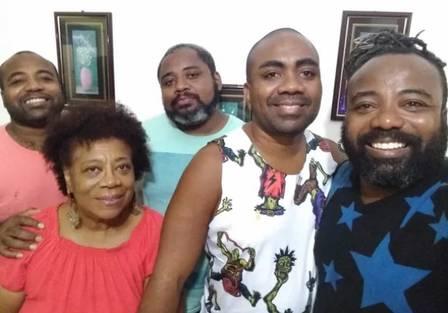 Rodrigo França do BBB19 (à direita) e família (Foto: Reprodução)