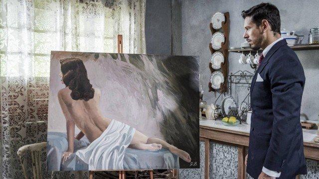 Gustavo vê quadro de Julia em Espelho da Vida (Foto: Paulo Belote/ Globo/ Divulgação)