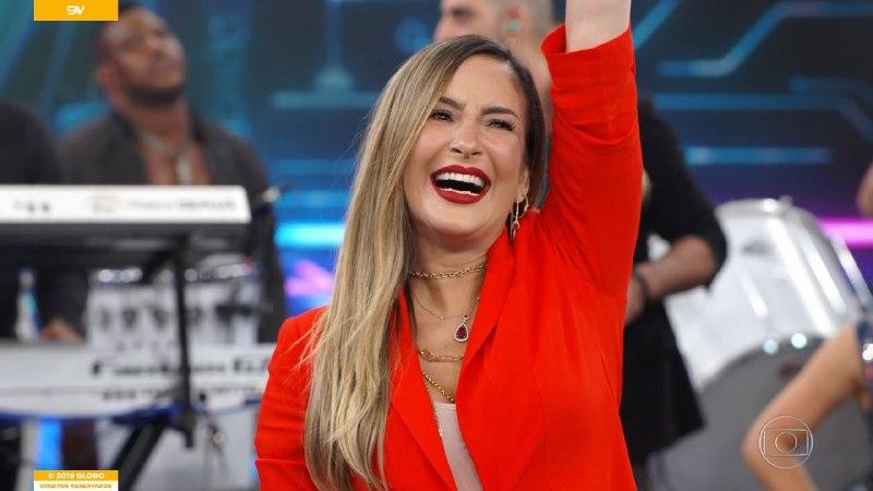 Claudia Leitte revelou que espera uma menina no palco do Domingão do Faustão (Foto: Divulgação/Globo)