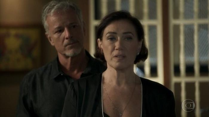 Sampaio (Marcello Novaes) eValentina (Lília Cabral) emO Sétimo Guardião (Foto: Reprodução/Globo)