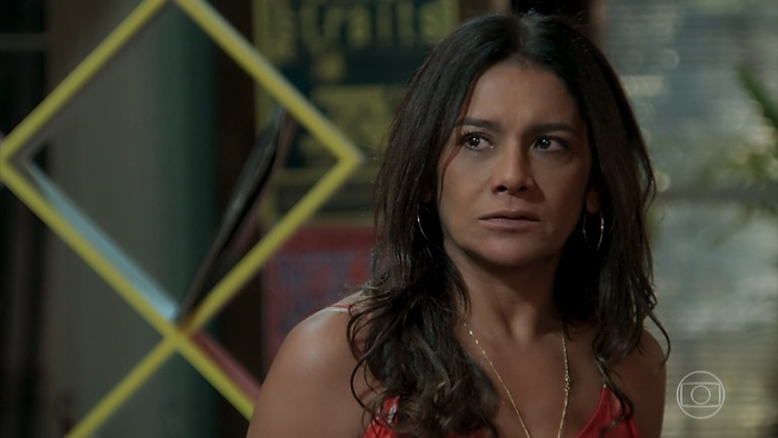 Janaína (Dira Paes) em cena de Verão 90 (Foto: Reprodução/Globo)