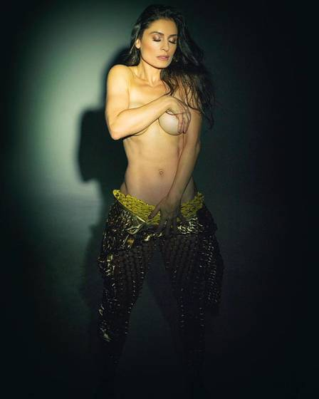 Franciely Freduzeski posou completamente nua (Foto: Angelo Pastorello)