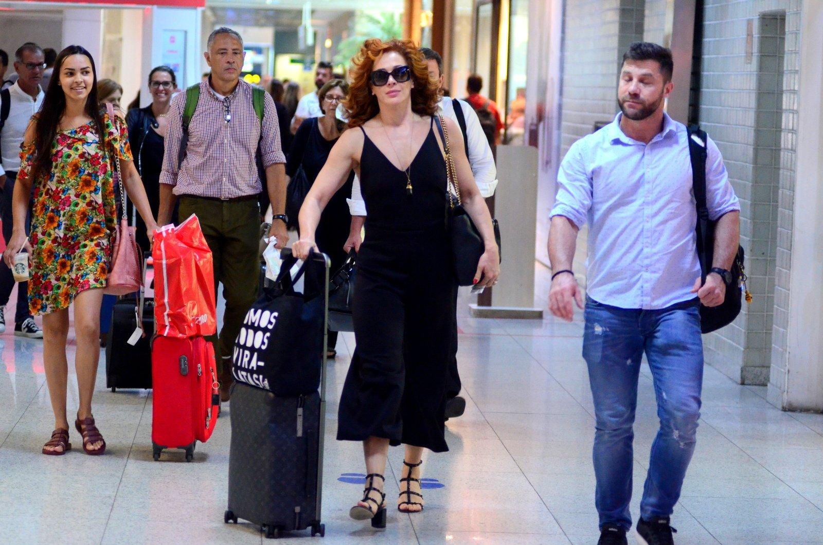 Claudia Raia Embarca no Aeroporto Santos Dumont no Rio de Janeiro (Foto: Webert Belicio / AgNews)