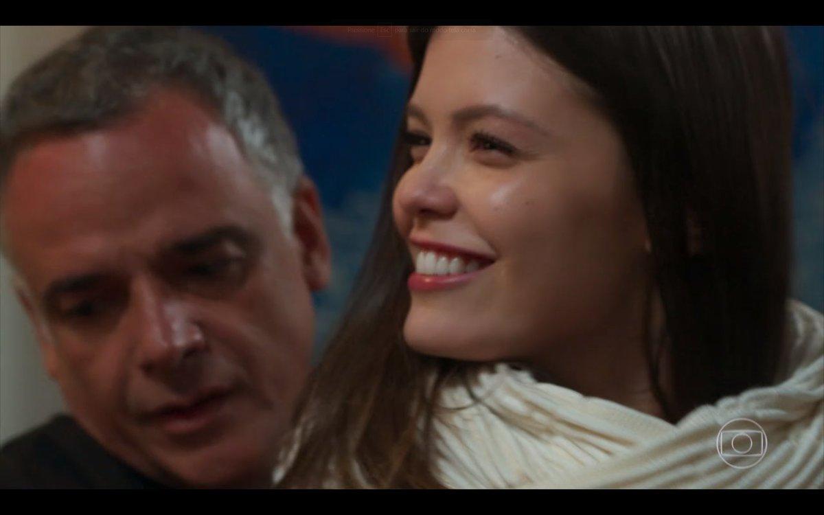 Cris (Vitória Strada) pirou na batatinha em Espelho da Vida (Foto: Reprodução/ Globo)