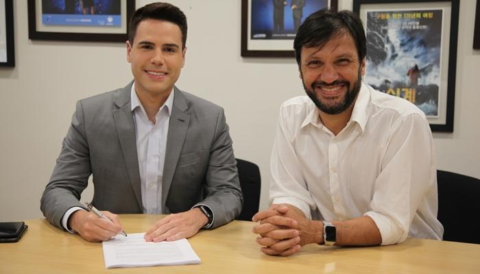 O apresentador Luiz Bacci e Antonio Guerreiro, Vice-Presidente de Jornalismo da Record (Foto: Divulgação/Record)