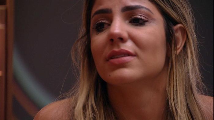 Hariany chora após discussão com Diego (Foto: Reprodução/Globo)